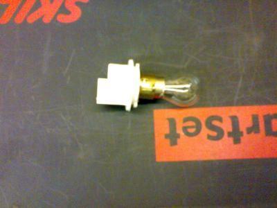 как поменять лампочку заднего номера в оутлендере хл