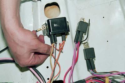 почему горит лампа контроля заряда на жигулях