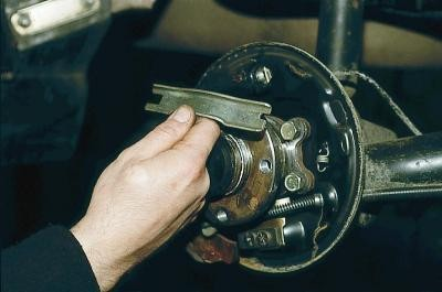 замена троса ручника на ваз 2110