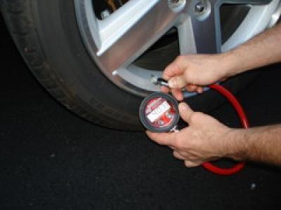 в каких единицах измеряется давление в шинах