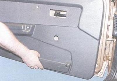как крепится обшивка дверей впз 21099